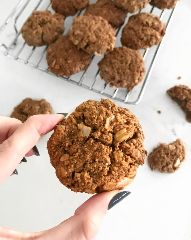 crumbly oat cookies