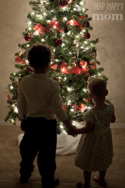 How To Take Pictures By The Christmas Tree - Snap Happy Mom at LetsLassoTheMoon.com