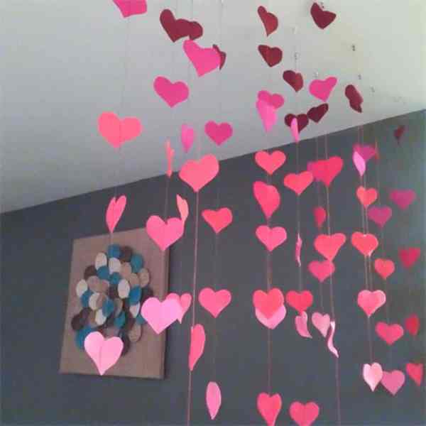 Felt Heart Garland // Simple Sewing DIY for Valentine's Day *Love this kid-friendly craft