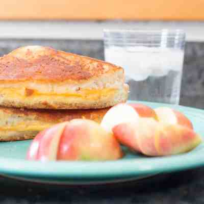 This Inside-Out Grilled Cheese Sandwich Is The Most Delicious Thing Ever
