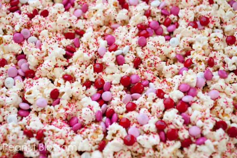 This Valentine's Day Popcorn is a super simple way to tell your teen you love em. Great list of SIMPLE gift ideas for your kiddos.