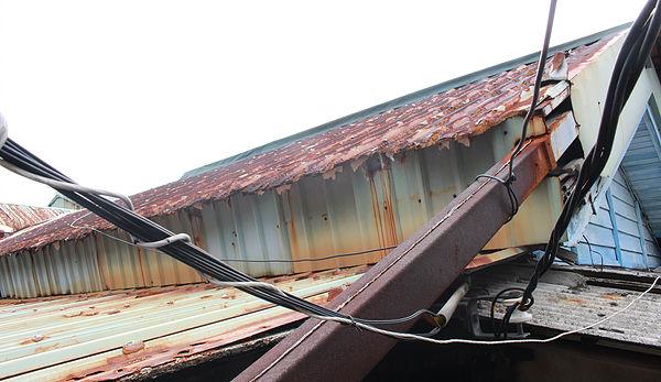 圖片說明/中心新村位於北投地區,在空氣中四溢的硫磺氣息,長久侵蝕眷村的鐵皮建築,而鏽蝕斑駁的建築,也成為這個溫泉眷村的特殊景觀。