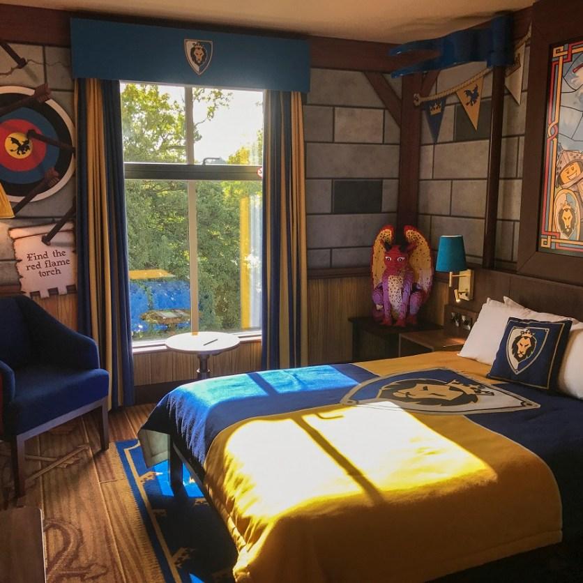 LEGOLAND CASTLE HOTEL KNIGHTS DRAGONS MASTER