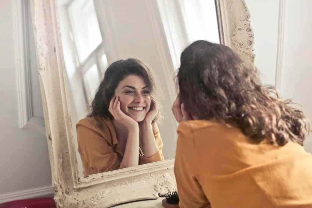 The Mirror Technique: A Beginner's Guide to Building Self-Confidence