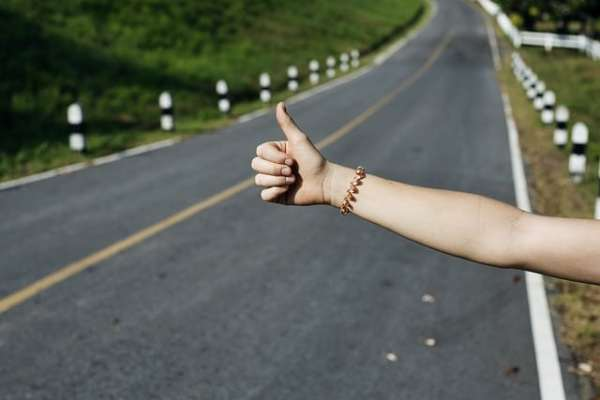 Auto Hitchhiking: Top 7 Essential Ways to Hitchhike The World