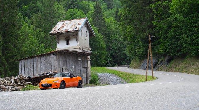 Mazda MX-5 sur la Route des Grandes Alpes