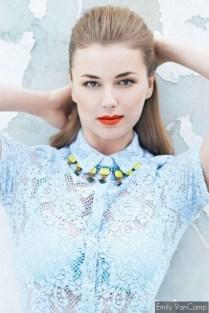 Emily VanCamp (elle magazine)