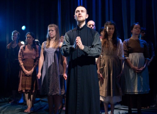 Jeff Ronan (center) and the cast. Photo Hunter Canning