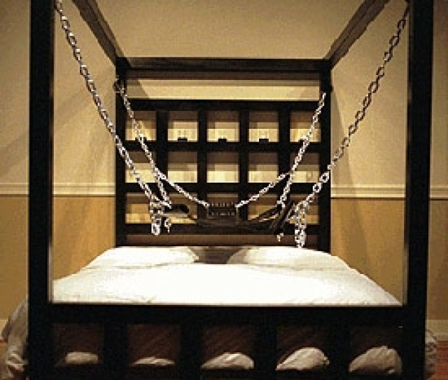 Dora Alley Bed