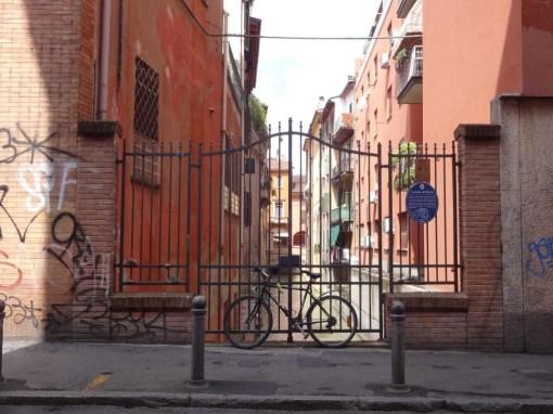 bologna-hidden-canals-canale-di-reno-gate-at-via-guglielmo-oberdan-bike-1024x768-bologna
