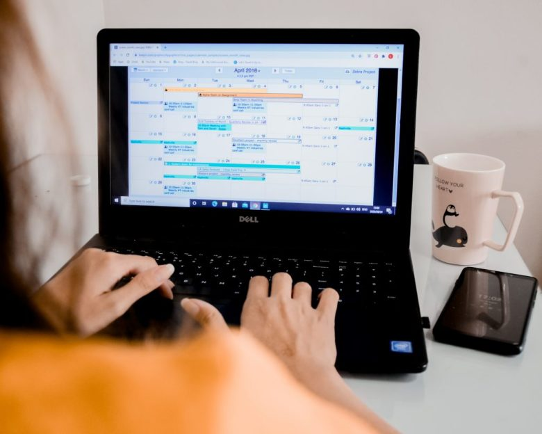 Become an virtual assistant for businesses and individuals the perfect way to make money online.