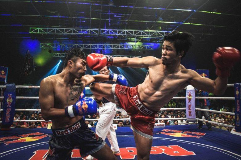 watch a Muay Thai kickboxing fight in Bangkok