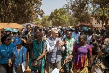 Bambari : «ma vie ressemble à celle d'un prisonnier. Il n'y a pas de travail. Nous attendons», a dit une personne déplacée au chef du HCR