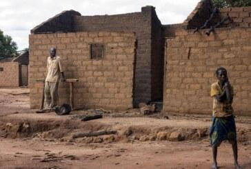 Centrafrique : 135 maisons incendiées à Bouca par des éleveurs peulhs armés et à dos de cheval