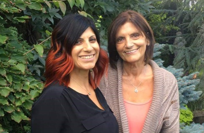 pancreatic cancer patient Linda Milazzo on the right, and her daughter on the left