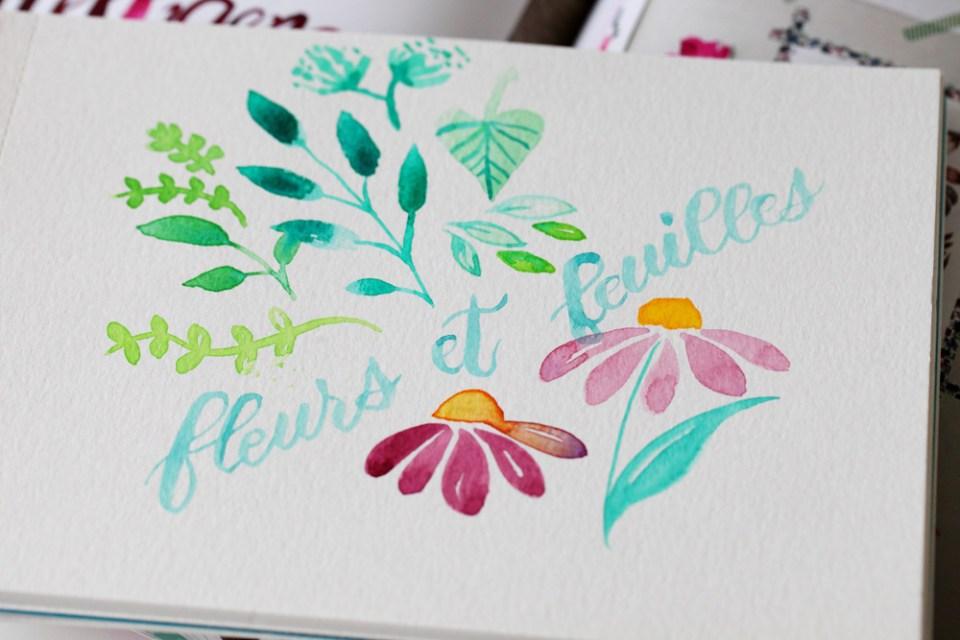 fleurs et feuilles en aquarelle