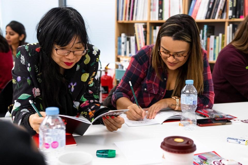 En plein travail lors de l'atelier lettering de Stefan Kunz à Londres