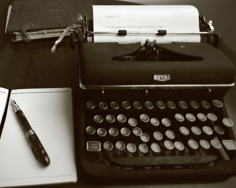 fountain pen and typewriter - unsure about the origin of this photo. please advise if you know the photag