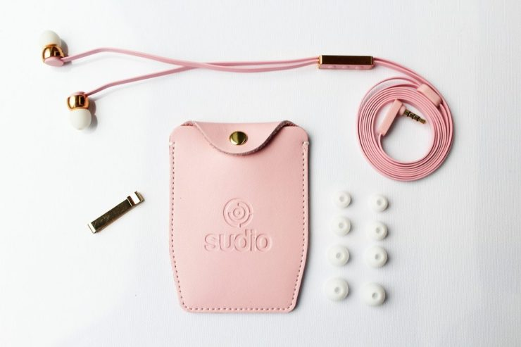 LB_sudio_earphones_flatlay2