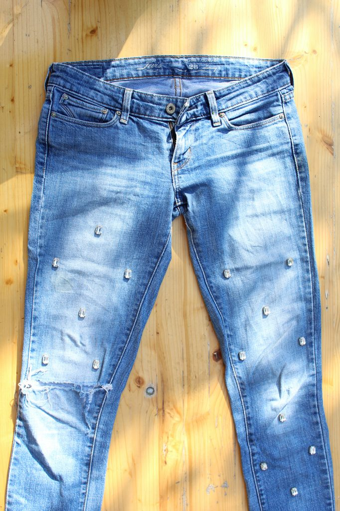 letters&beads_Jeans-strass-diy-prep
