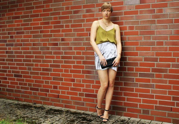 letters&beads-fashion-marmor-mini-trägertop-strappy-heels-1