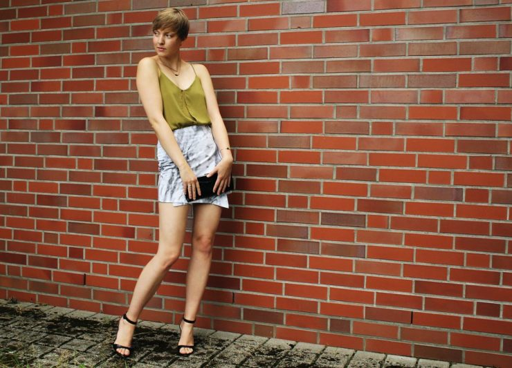 letters&beads-fashion-marmor-mini-trägertop-strappy-heels-2
