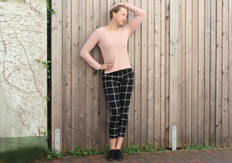 lettersbeads-karierte-hose-perfekter-pullover-fashion