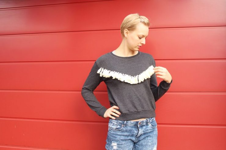 lettersbeads-diy-fashion-pullover-fransen-aufmoebeln-fransen-fertig-pulli-ende