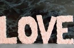 letters_and_beads_diy_valentinstag_deko_plueschbuchstaben_title