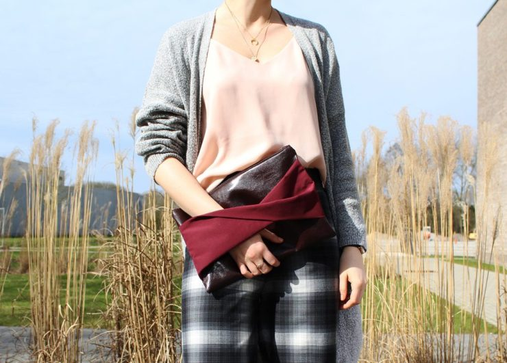 letters&beads-fashion-Hose-knoten-trend-camisole-cardigan-clutch-heels-detail (2)