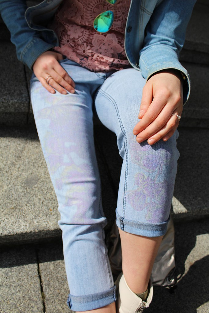 lettersbeads-fashion-sunny-face-jeans-uv-farbe-sonne-muster-sichtbar-closeup