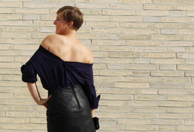 letters-and-beads-fashion-look-outfit-männerhemd-abendlook-lederrock-rückwärts-tragen-rückenansicht