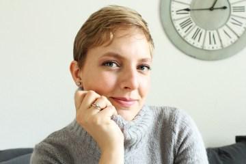 letters-beads-fashion-zeit-für-kuschelige-pullover-herbst-face-closeup