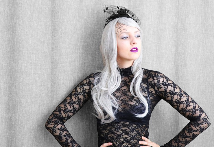 letters_and_beads_beauty_make-up_femme_fatale_grey_hair_wig_horror_braut_5