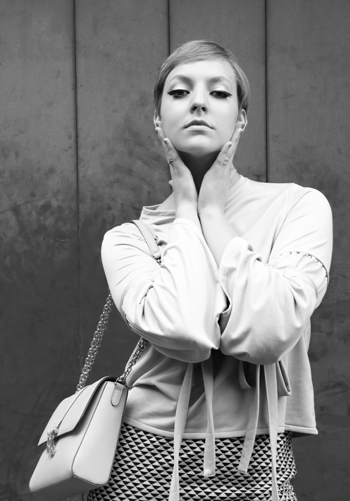 letters_and_beads_editorial-fashion-60s-retro-look-twiggy-black-white-drama-face