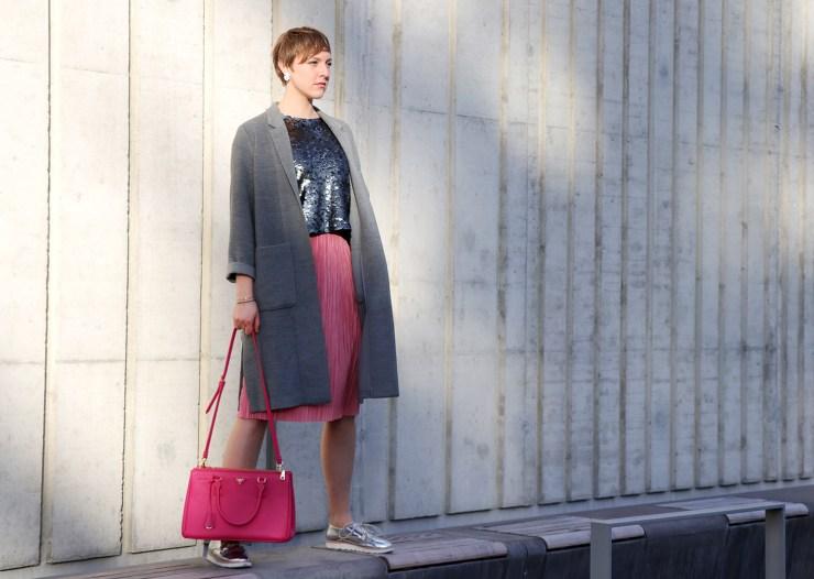 letters-and-beads-fashion-outfit-style-rosa-pailletten-vorsätze-silvester-silber-prada-fernblick