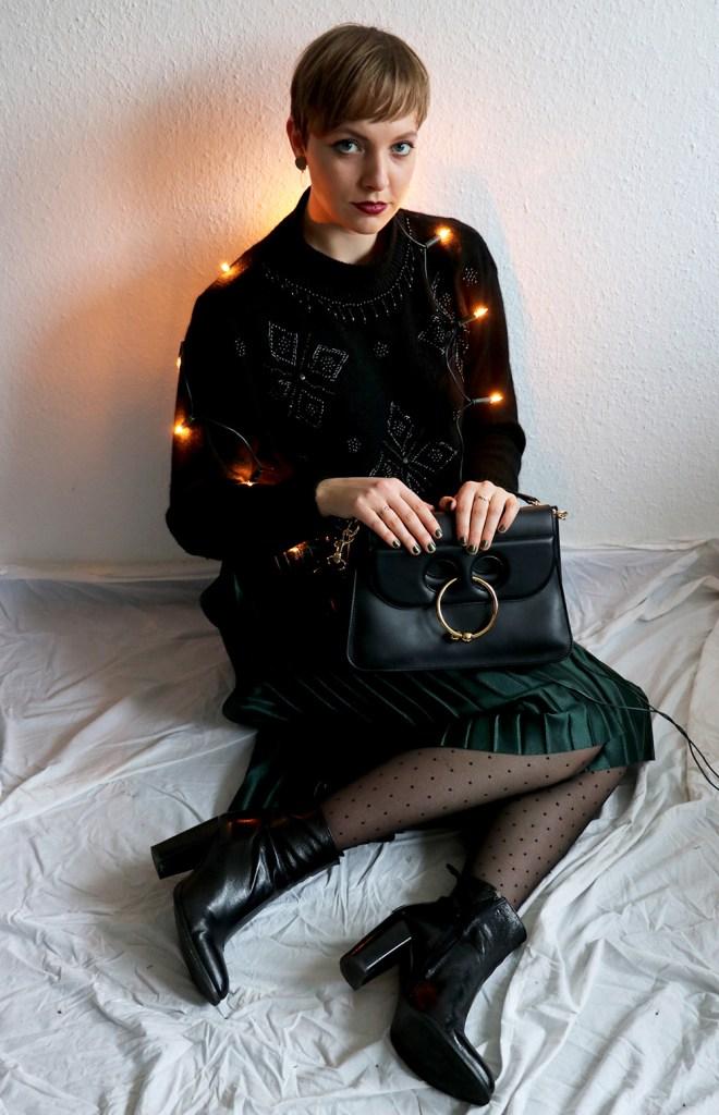letters-and-beads-fashion-so-pflegst-du-deinen-wollpullover-pflege-reinigung-trocknen-aufbewahren-ugly-christmas-sweater-pleated-skirt