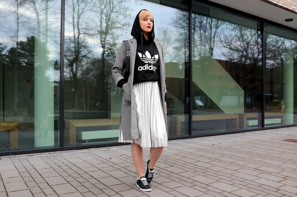 lettersandbeads_fashion_beauty_diy_outfits_sneaker_rock_rocklänge_styleguide_sporty_look_styling_kapuze