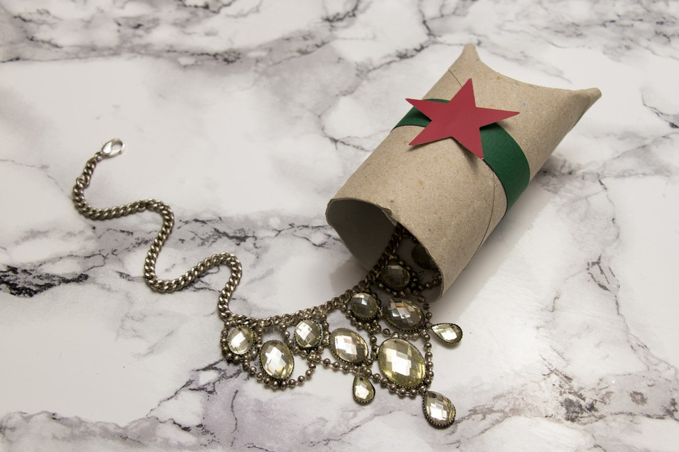 letters_and_beads_diy_zero_waste_xmas_geschenkverpackung_nachhaltig_papprolle
