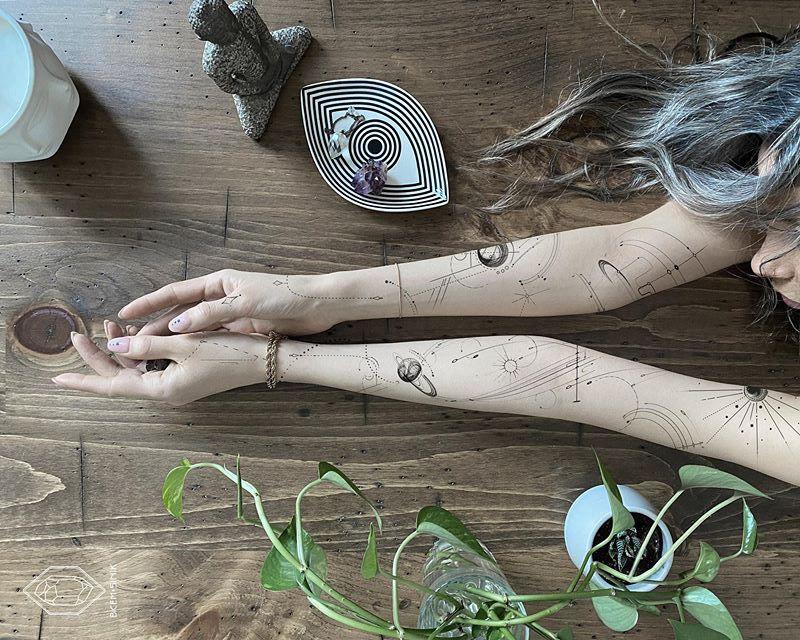 Les tatouages géométriques de Bicem Sinik