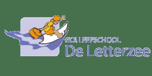 Logo leefschool de Letterzee met tekst, mannetje surft op de golven met een blad papier