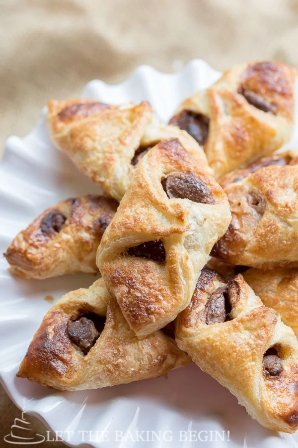 Crunchy Nutella puff pastry desserts on a plate.