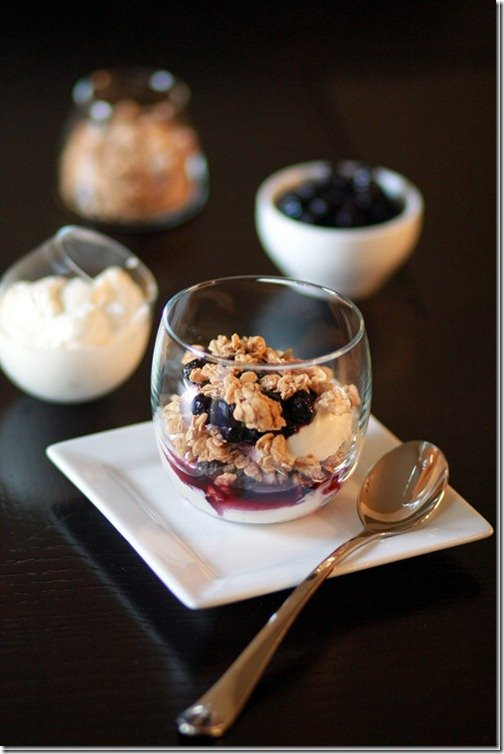 Greek Yogurt with Granola and Blueberry Compote - delicious, healthy breakfast that takes no time to make!