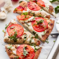 15 Minute Easy Margherita Flatbread Pizza