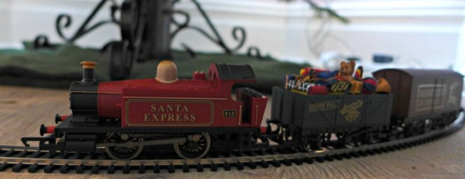 Hornby Santas Express Train Set