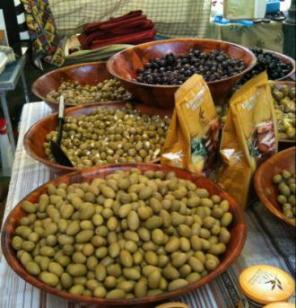 Provençal olives at the Marché of Saint-Tropez...