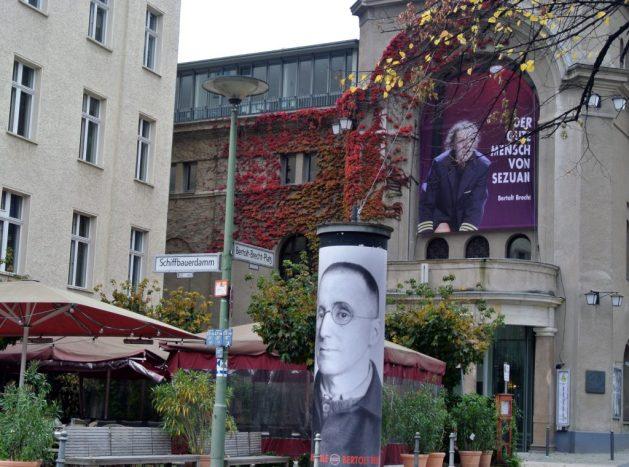 A Berlino nei luoghi di Bertold Brecht: Bertold Brecht Platz e Berliner Ensemble