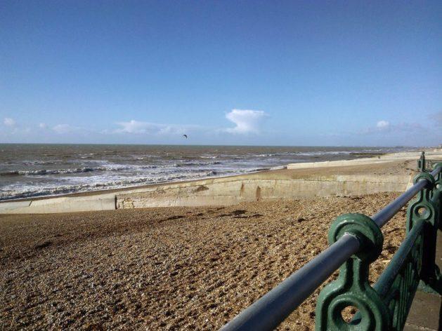 Cosa vedere a Brighton in un giorno, vista della spiaggia dal lungomare di Hove