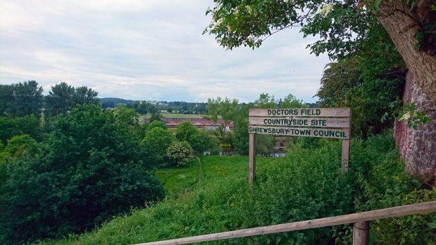 Shrewsbury, Inghilterra: accesso a sentiero lungo il fiume Severn