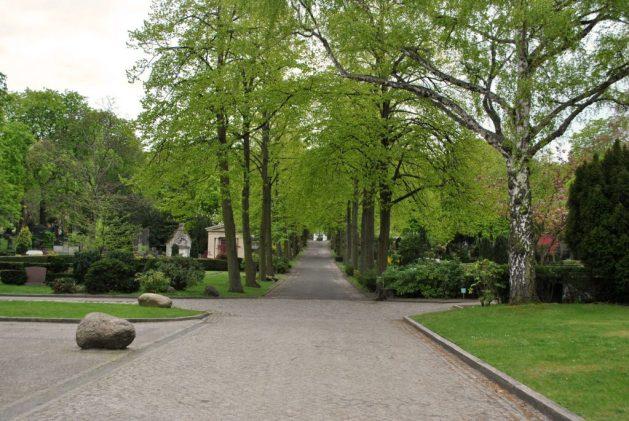 Sulle tracce dei fratelli Grimm a Berlino: cimitero, viale centrale